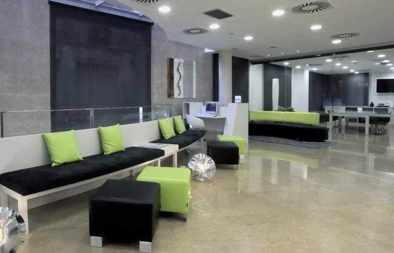 NH Barcelona Ramblas - General - 1