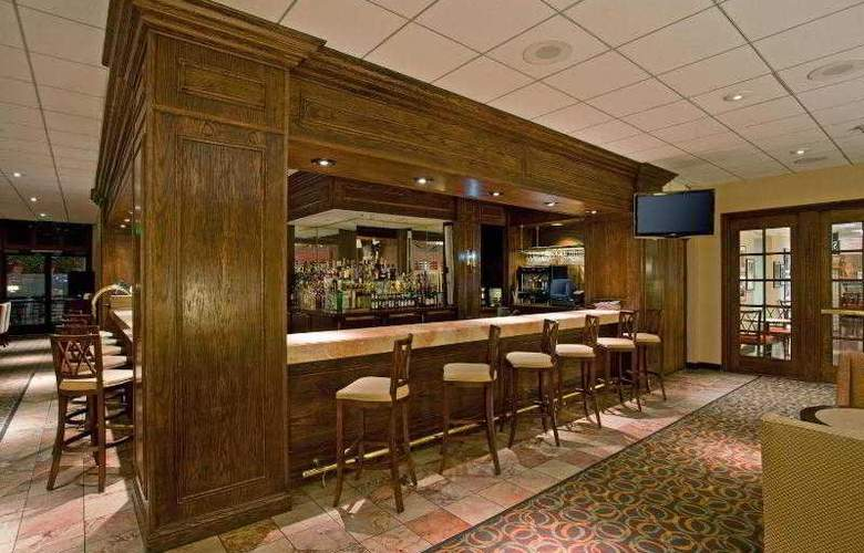 Crowne Plaza Los Angeles Airport - Bar - 22
