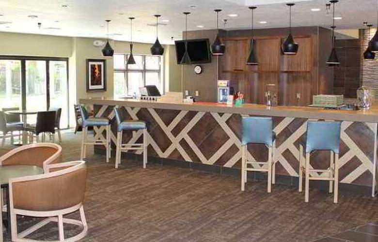 Embassy Suites Phoenix Tempe - Hotel - 7