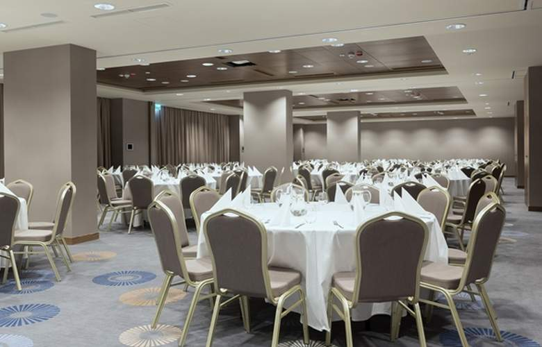 DoubleTree by Hilton Krakow Hotel & Convention Center - Conference - 15