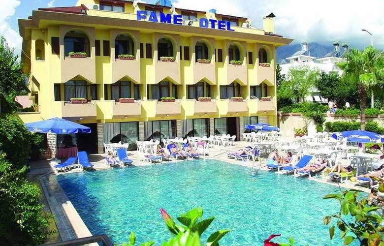 Fame - Hotel - 0