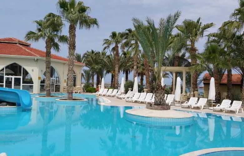 Oscar Resort - Pool - 25