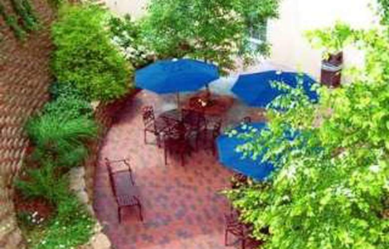 Hampton Inn Roanoke/Salem - Terrace - 8