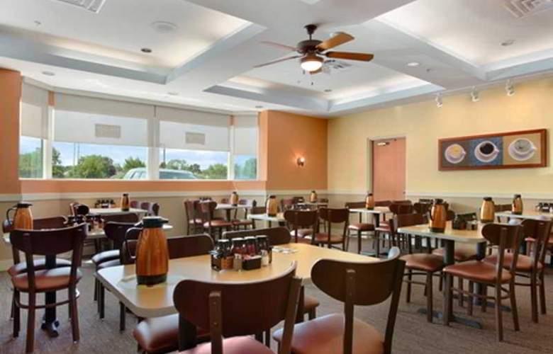 Ramada Hotel Niagara Falls - Restaurant - 7