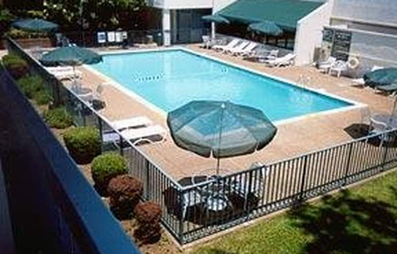 Quality Inn Murfreesboro - Pool - 4