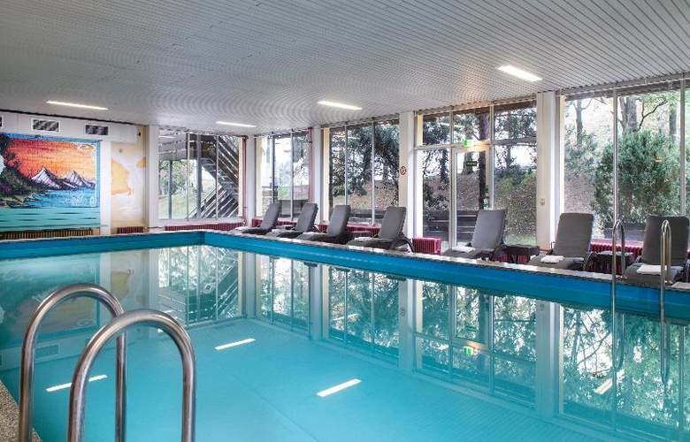 Wyndham Garden Kassel - Pool - 9