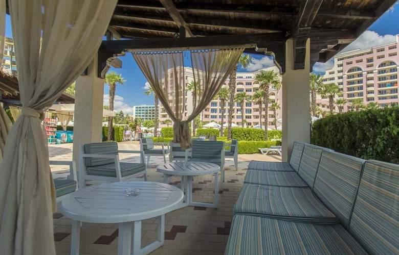 Majestic Beach Resort - Bar - 17