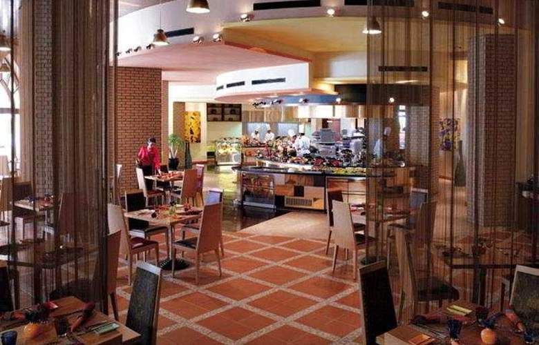 Shangri-La's Barr Al Jissah Resort & Spa-Al Waha - Restaurant - 6
