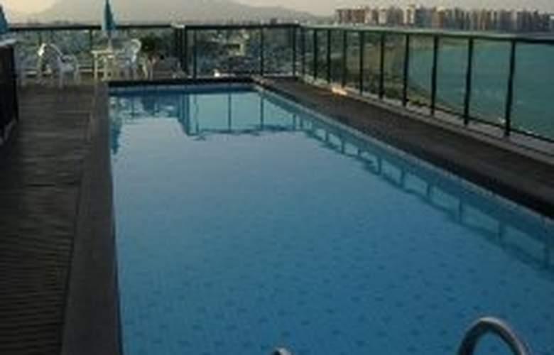 Bristol Century Plaza - Pool - 6