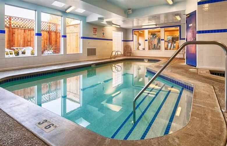 Best Western Plus Navigator Inn & Suites - Pool - 28