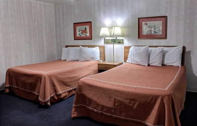Rodeway Inn & Suites - Room - 1