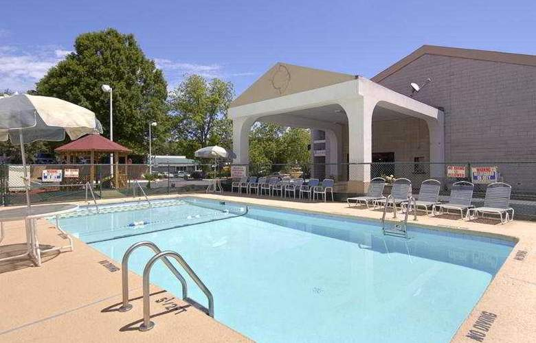 Days Inn Raleigh (Raleigh/North) - Pool - 3