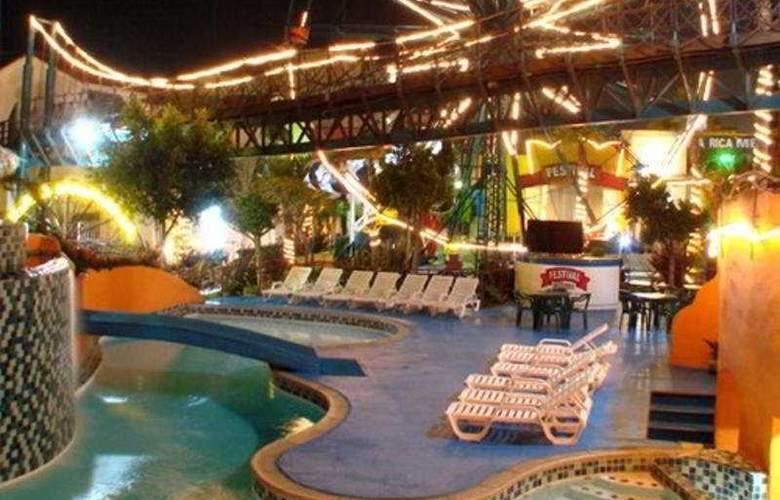 Festival Plaza Rosarito - Pool - 11