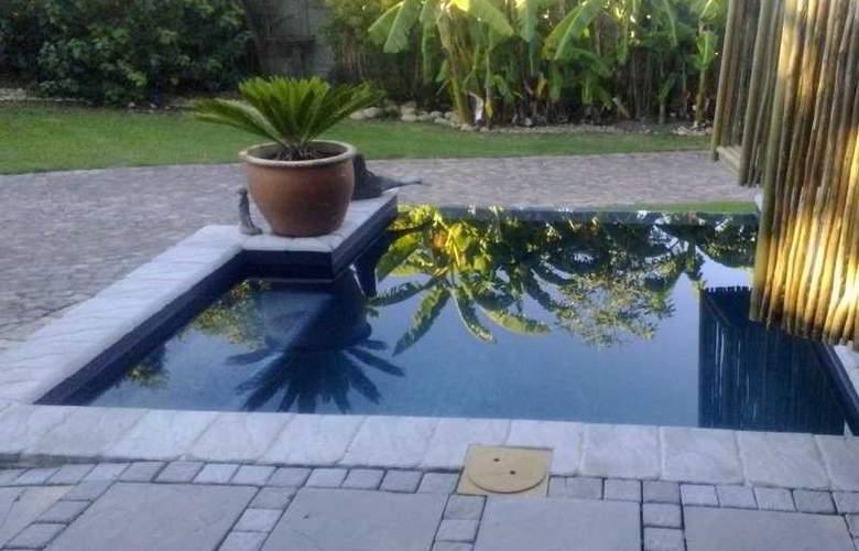 La Boheme Bed and Breakfast - Pool - 19