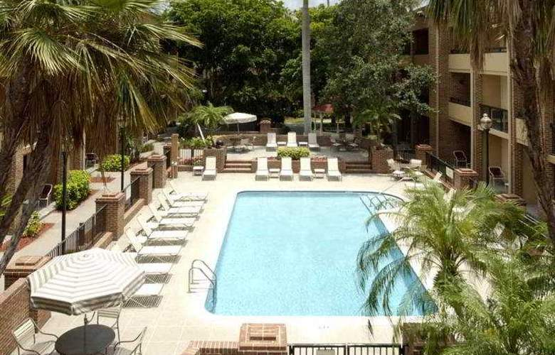 Courtyard by Marriott Ft Lauderdale Plantation - Pool - 4