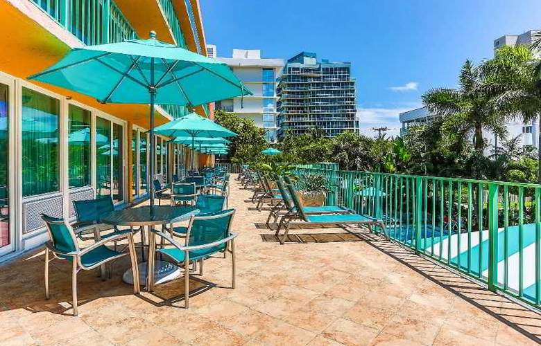 Best Western Plus Oceanside Inn - Terrace - 7