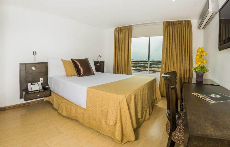 Egina Medellin - Room - 17