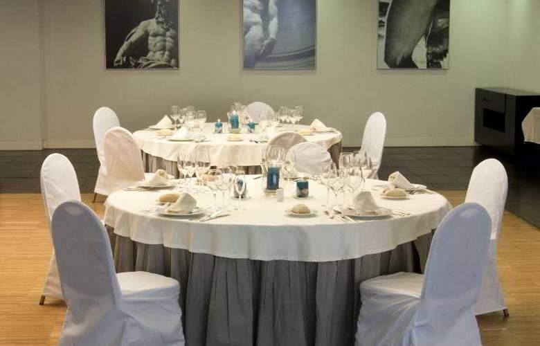 Exe Tres Cantos - Restaurant - 34