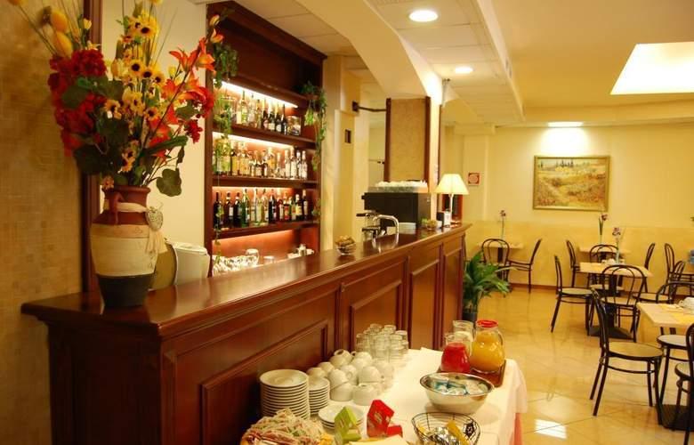 Astor - Restaurant - 4