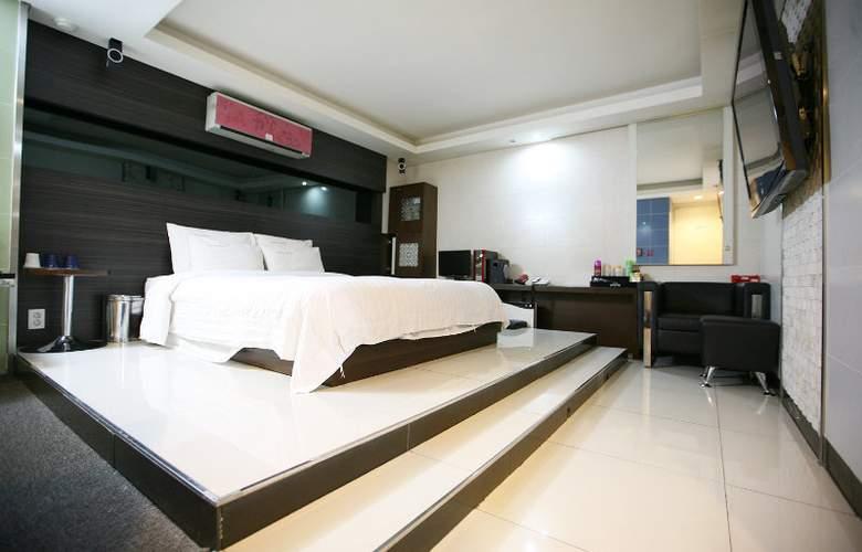 Hit Hotel - Room - 5