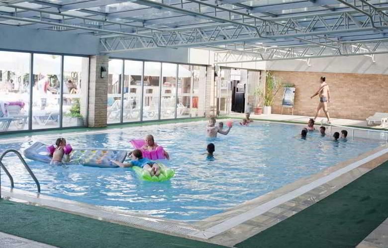 Diamond Beach Hotel - Pool - 23
