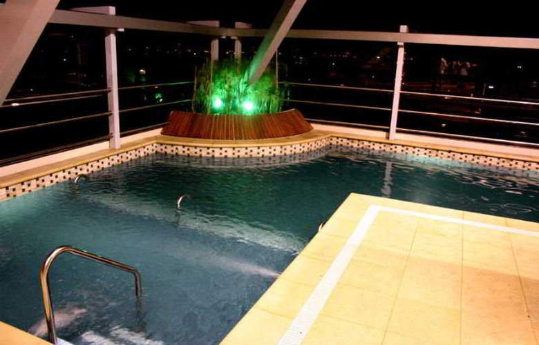 Ros Tower Hotel - Pool - 5