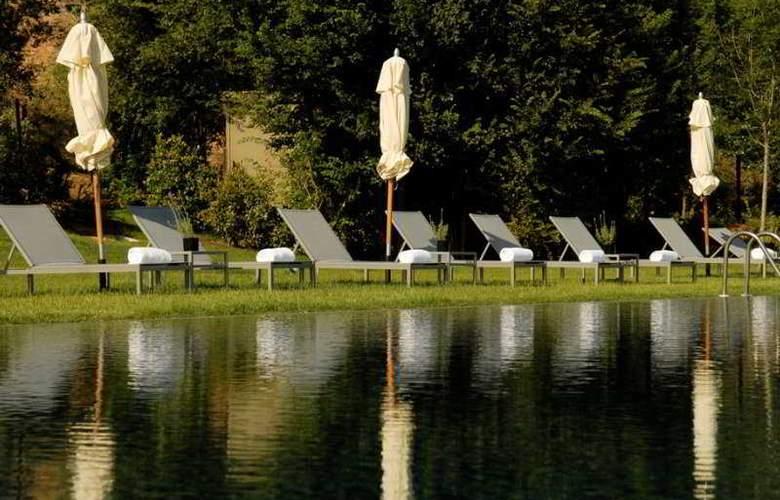 La Mola Hotel & Conference Center - Pool - 3