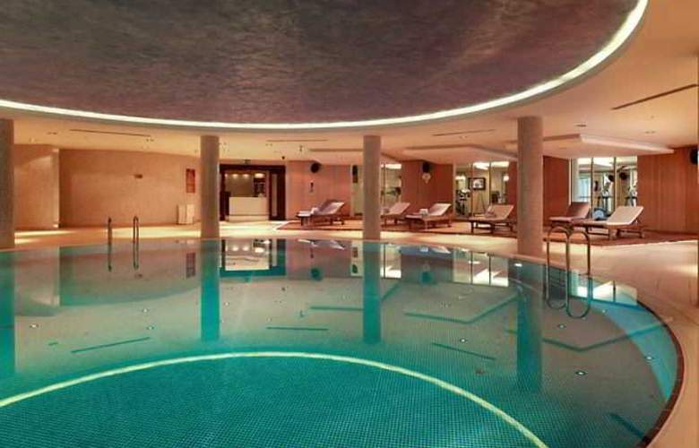 Courtyard Marriott IstaNbul Int. Airport - Pool - 2