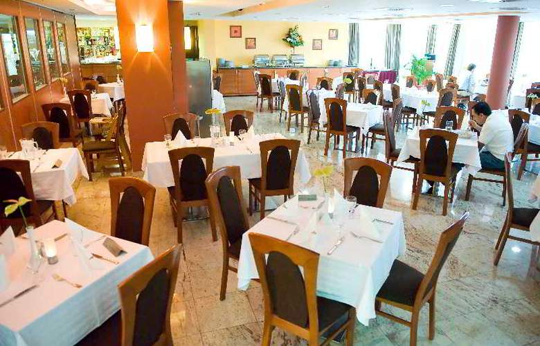 Airport Hotel Budapest - Restaurant - 10