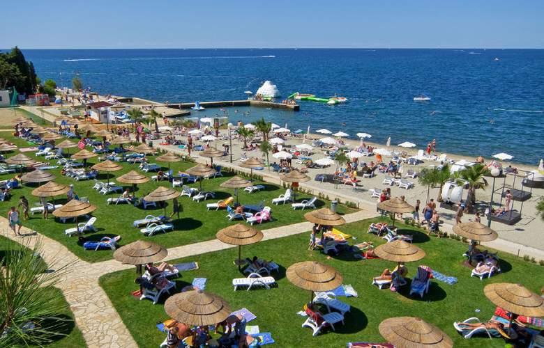 Valamar Pinia Hotel - Beach - 9