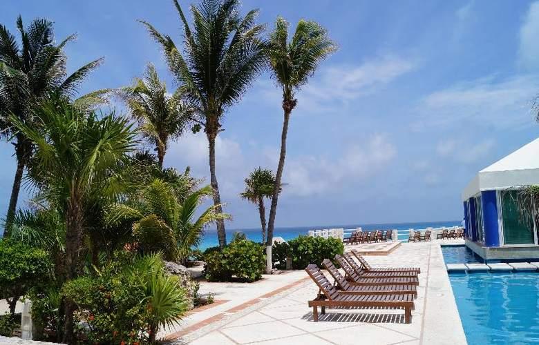 Solymar Beach Resort - Terrace - 34