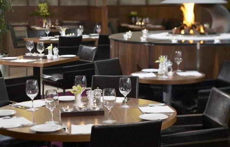 Clayton Leeds - Restaurant - 4