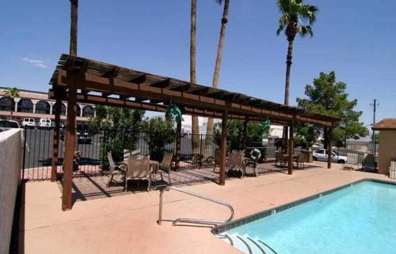 Americas Best Value Inn Downtown Las Vegas - Pool - 2