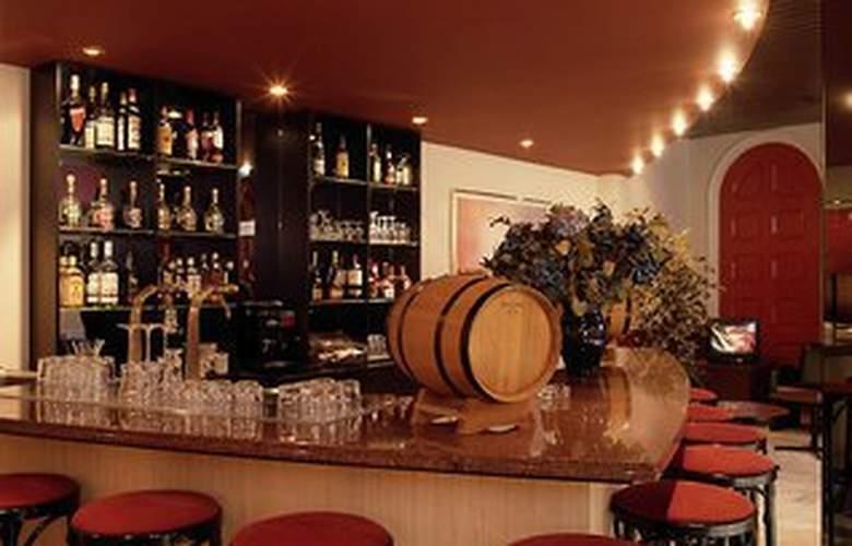 Best Western Dam Square Inn - Bar - 1