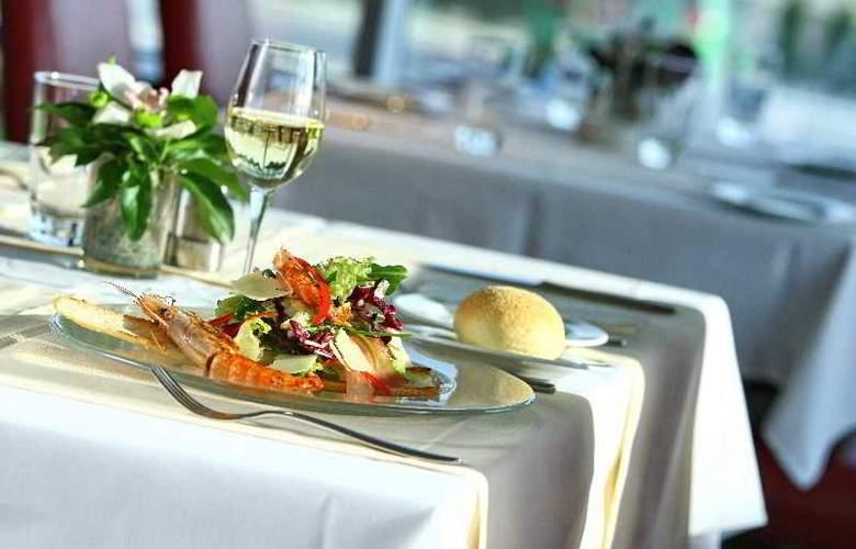 Holiday Inn Belgrade - Restaurant - 4