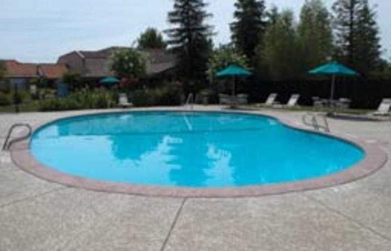 La Quinta Redding - Pool - 3