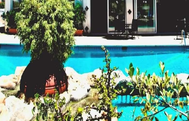 Larco Hotel - Pool - 4
