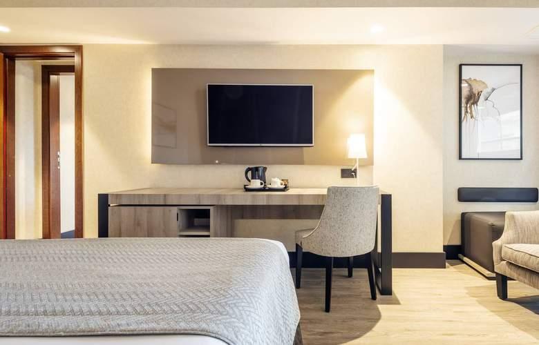 Ilunion Malaga - Room - 18
