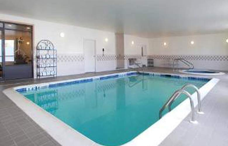 Quality Inn Central - Pool - 6