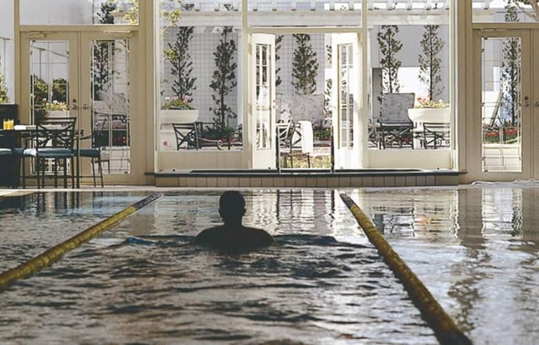 Ritz-Carlton Osaka - Pool - 16