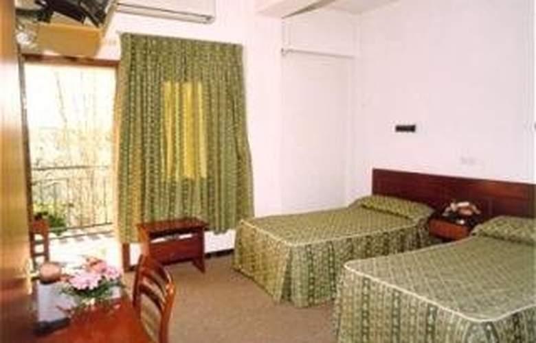 Roca - Room - 1