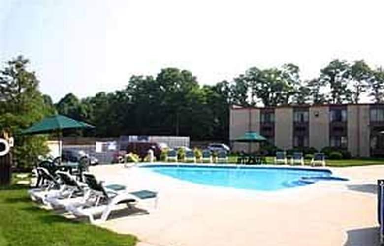 Quality Inn McGuire AFB - Pool - 5