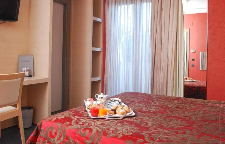 Hotel Premiere - Room - 8