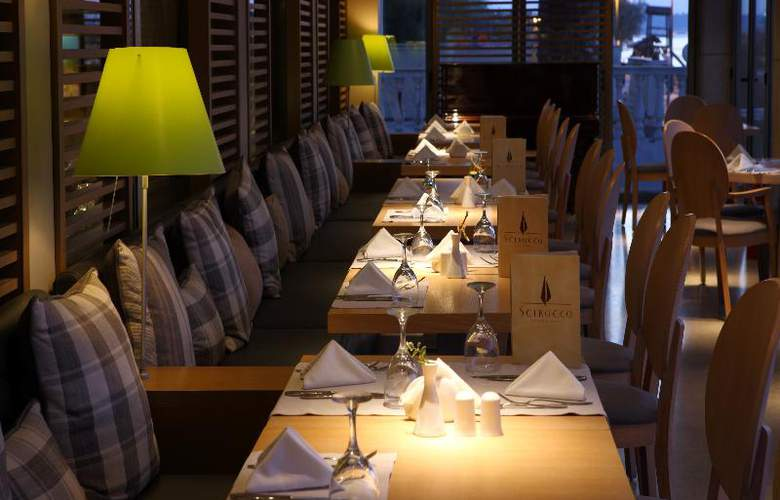 Golden Star Hotel - Restaurant - 37