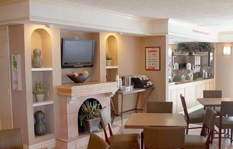 La Quinta Inn Galveston - Seawall South - Bar - 8
