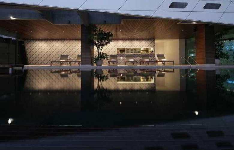Lit Bangkok - Pool - 26