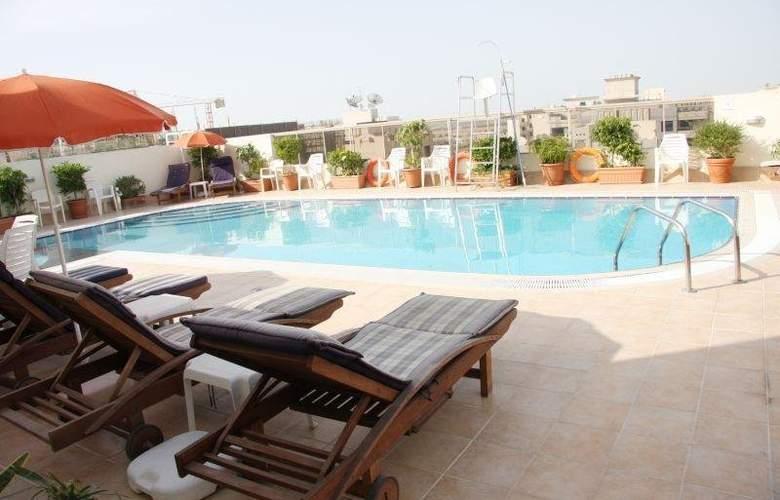 Ramee Hotel Apartments - Pool - 9