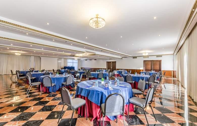 Exe Sevilla Macarena - Conference - 11
