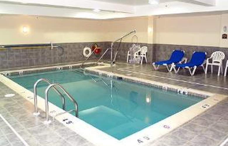 Comfort Suites Amish Country - Pool - 6