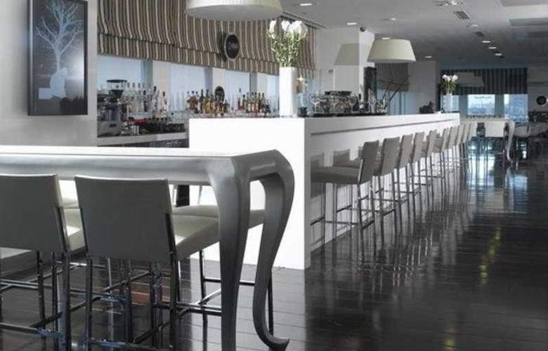 Crowne Plaza City Center - Bar - 8